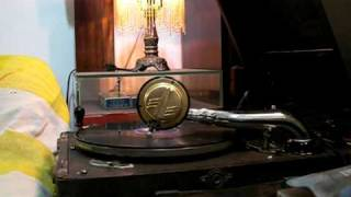 "Grady Martin plays ""Hot lips"" at 78rpm on a ""Paillard"" post WWII"