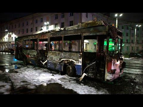 УЖАС! ВО ВРЕМЯ ГРОЗЫ в Петрозаводске МОЛНИЯ ударила в троллейбус ПОЖАР!!!
