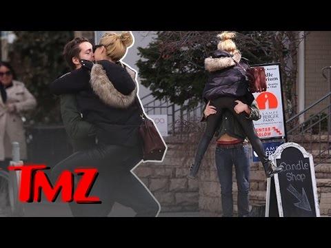 """Wall Street"" Star Margot Robbie is All Over Her Assistant Director Boyfriend Tom Ackerley | TMZ"