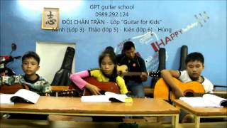 Đôi chân trần (lớp Guitar for Kids)