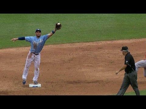 LAA@KC: Royals win challenge in 3rd inning