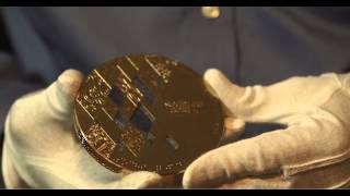 Медали Сочи-2014: крупный план(Презентация олимпийских и паралимпийских медалей Сочи-2014. © Оргкомитет «Сочи-2014», 2013-05-30T11:04:37.000Z)