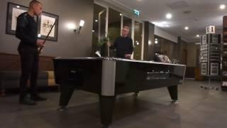 Jordan Larsson pratar med Tomas Nilsson om livet, fotbollen och arvet över ett parti biljard