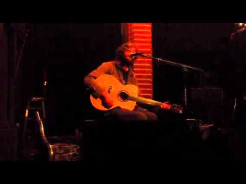 "Neil Halstead: ""40 Days"" (Slowdive song) and ""Spin the Bottle"" (live), 10/2/12"