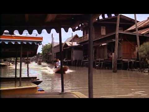 The Man With The Golden Gun (1974) - Bangkok boat scene
