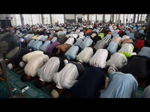 Les Malaisiens prient pour les passagers du vol MH370