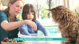 Maine Coon Cat Helps Autistic Girl Overcome Her Fear of Water - ITV 15-06-2016