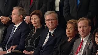 老布什灵柩抵国会大厦 美政界官员悲痛哀悼