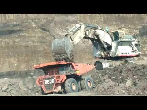Excavator Liebherr R9800 Memuat Hitachi EH5000 Vol 2 Di Tambang Batubara