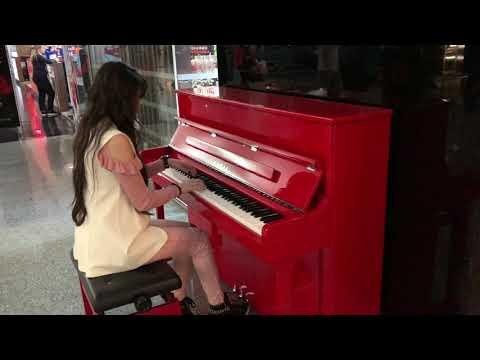 Круто сыграла на пианино #Аэропорт#Звартноц#Армения#Ереван