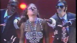 Paula Abdul performs at the MTV Video Music Awards VMA 1991