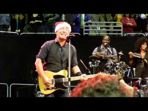 Bruce Springsteen, Kansas City, 11-17-12, Santa Claus is Coming to Town
