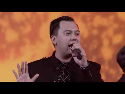 Chandra Liow feat. DEVINAUREEL, Eka Gustiwana @ YouTube FanFest Indonesia 2016