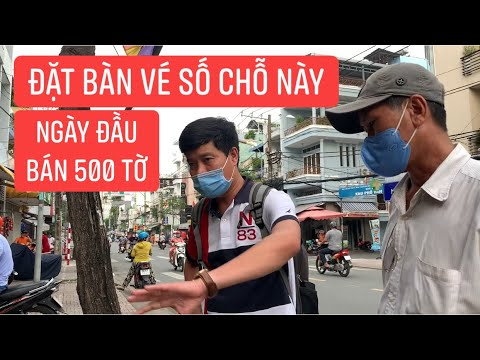 Khương Dừa đã chốt chỗ bán vé số cho bé Sương bệnh thiếu máu trước cửa hàng sầu riêng