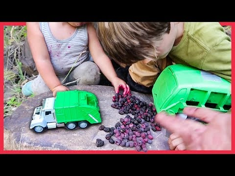 PLAYING with GARBAGE TRUCKS and RECYCLING TRUCKS! Axel Show Garbage Trucks