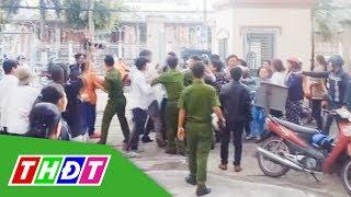 Náo loạn sau phiên tòa xét xử kẻ tạt axit 2 cô gái ở Cần Thơ | THDT