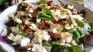 Салат с вялеными помидорами и орешками