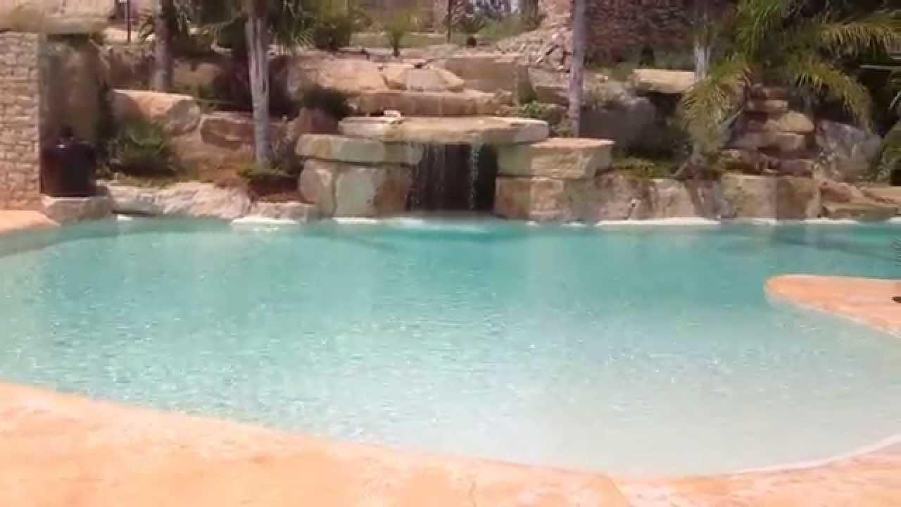 Piscinas de lujo con playa y cascadas en tarragona youtube for Accesorios para piscinas cascadas