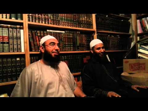 الشيخ بشير بن حسن في مكتبة الشيخ العقرة بالمغرب