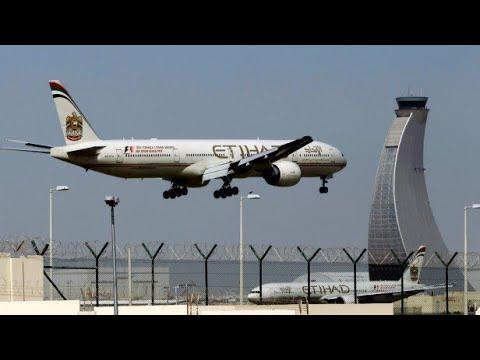 Flight landing abu Dhabi international airport
