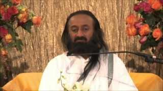 Шри Шри Рави Шанкар: Стойността на търпението | Изкуството да живееш(Шри Шри Рави Шанкар, основател на фондация Изкуството да живееш, в това видео знание разкрива значимостта..., 2013-03-05T22:25:41.000Z)
