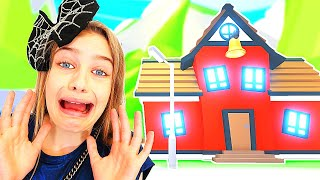 WHICH NORRIS NUT BUILDS BEST SCHOOL in Adopt Me Gaming w/ The Norris Nuts