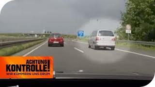 Gefahr für alle! Schneckentempo auf der Autobahn! | Achtung Kontrolle | kabel eins