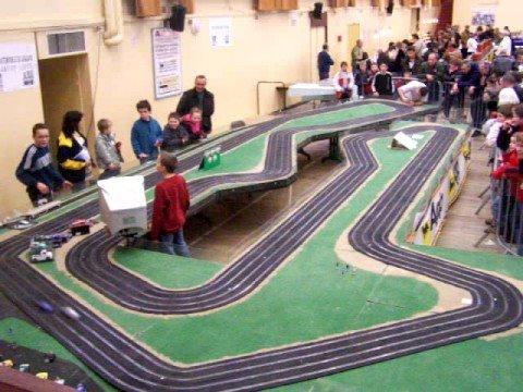AMT – Course de slot racing sur le circuit du Laquais