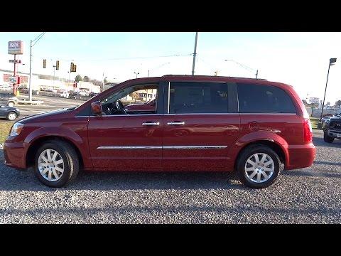 2016 Chrysler Town & Country Beckley, Lewisburg, Princeton, Charleston, Summersville, WV 5945