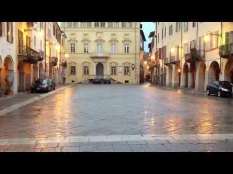 "Biella ""Piazzo"", Biella alta, piazza Cisterna (iPhone) SLOW MOTION"