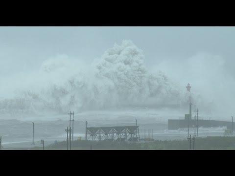 Typhoon Megi Smashes Into Taiwan 27th Sept 2016 颱風梅姬