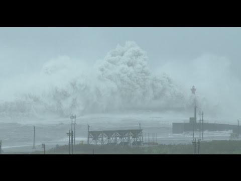 Monster Waves And Violent Wind - Typhoon Megi  颱風梅姬