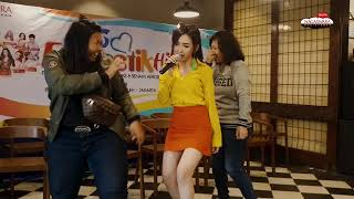 Download Video Uci Sucita - Cinta Tak Terbatas Waktu & Pacar Duren Sawit #NewFuntastikHitz2018 MP3 3GP MP4