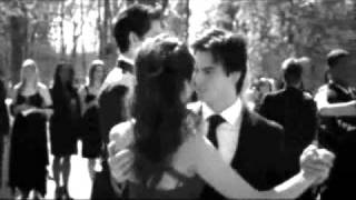 Damon/Elena - One love to give