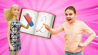 Двойка в дневнике Барби. Эльза Холодное сердце стирает оценку. Видео для детей