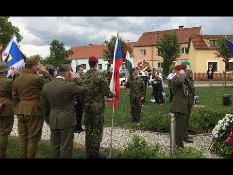 Připomínka lidí, kteří padli v roce 1945 při obléhání Rájova na Českokrumlovsku