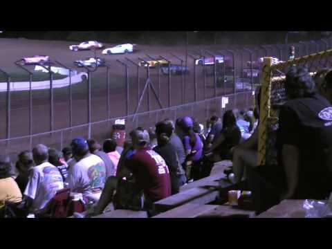 Action at Lernerville Speedway 8/12/16