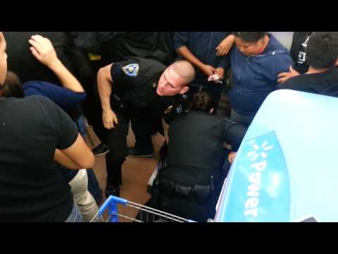 Crazy Wal-Mart Black Friday fight for TV