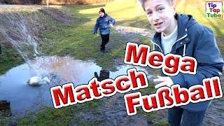 Mega Fußball Spaß im Matsch mit Ash und Max TipTapTube