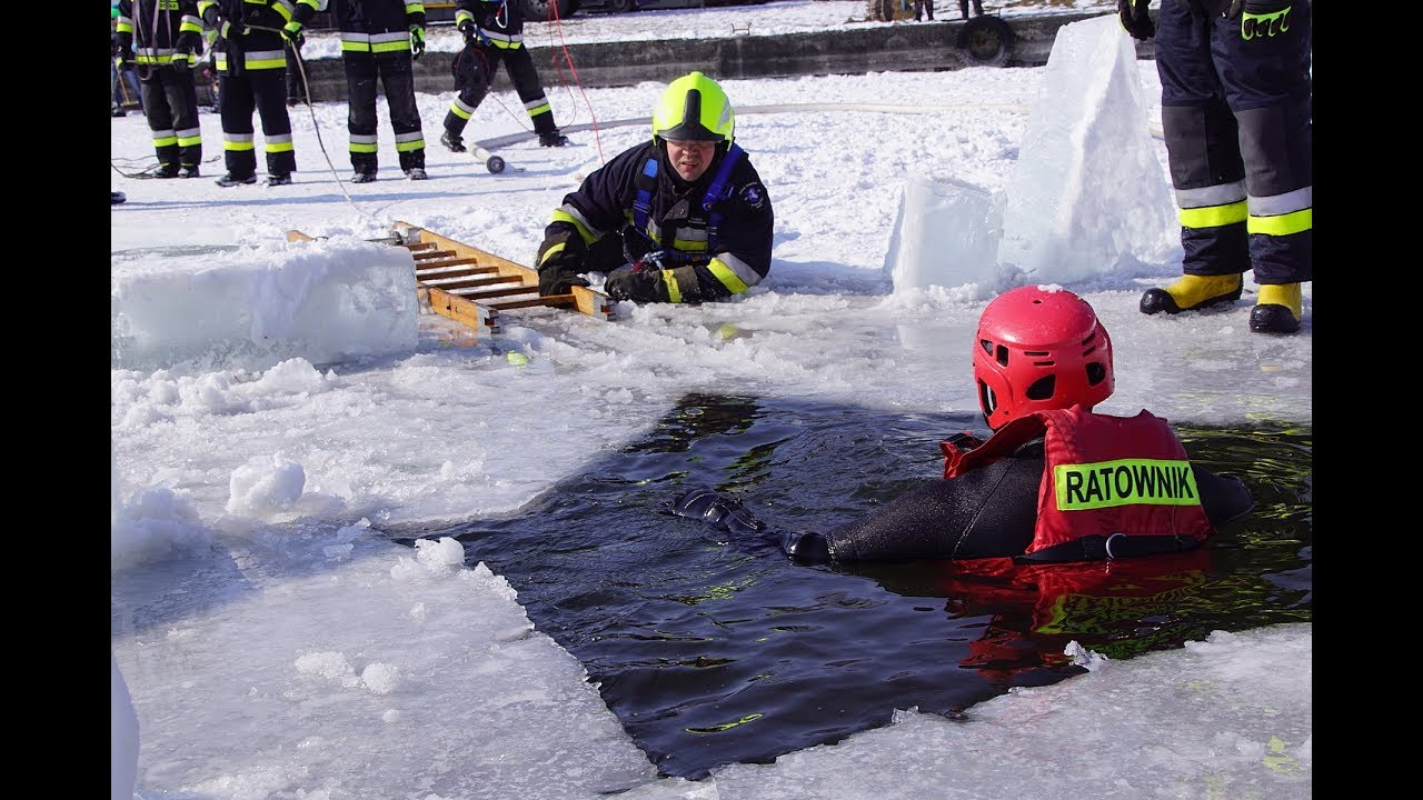 Ćwiczenia straży pożarnej na Zalewie Zemborzyckim z ratownictwa lodowego