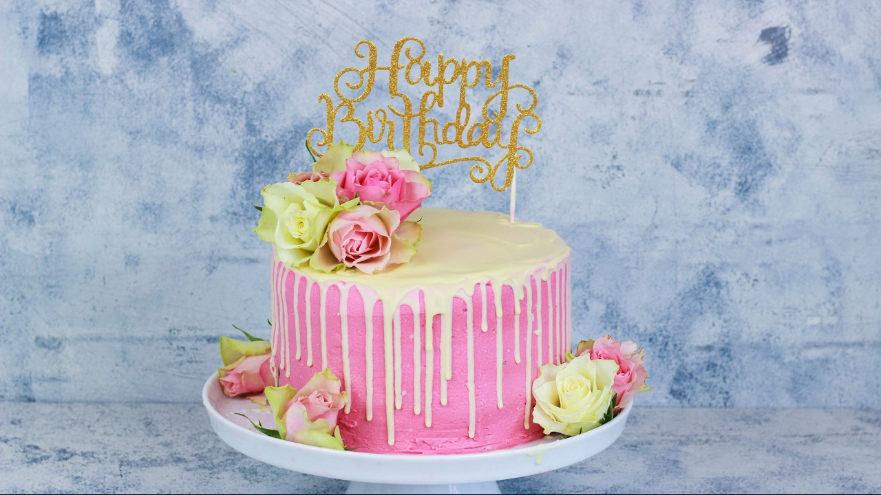 happy birthday rosen torte geburtstagstorte mit echten rosen geburtstags torte drip cake. Black Bedroom Furniture Sets. Home Design Ideas