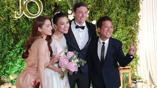 Trường Giang, Nhã Phương tay trong tay rạng rỡ mừng cưới Hoàng Oanh cùng chồng Tây