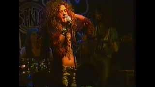 """Angel Forrest chante """"My Baby"""" aux Beaux Esprits le 02 dec.1994"""