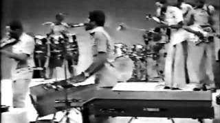 Salif Keita featuring Les Ambassadeurs Internationaux - Mandjou