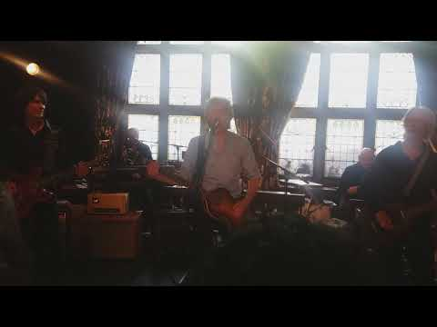 Come On To Me by Paul McCartney at the Philarmonic Pub in Liverpool. Original video. 9th June 2018