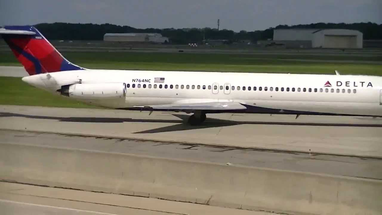 Delta Airlines Dc 9 51 Takeoff At Detroit Metro Airport