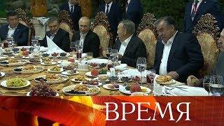В Баку В.Путин провел переговоры с Ильхамом Алиевым, а затем отправился на саммит СНГ в Душанбе.