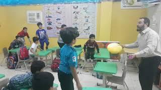 تعليم الحروف بحركة الضمة للطلاب باستراتيجيتي التعلم باللعب والاستراتيجية المبتكرة (مجسم شكل الفم)