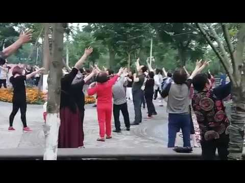 Daily Laughter Club in China 200 people Laugh everyday