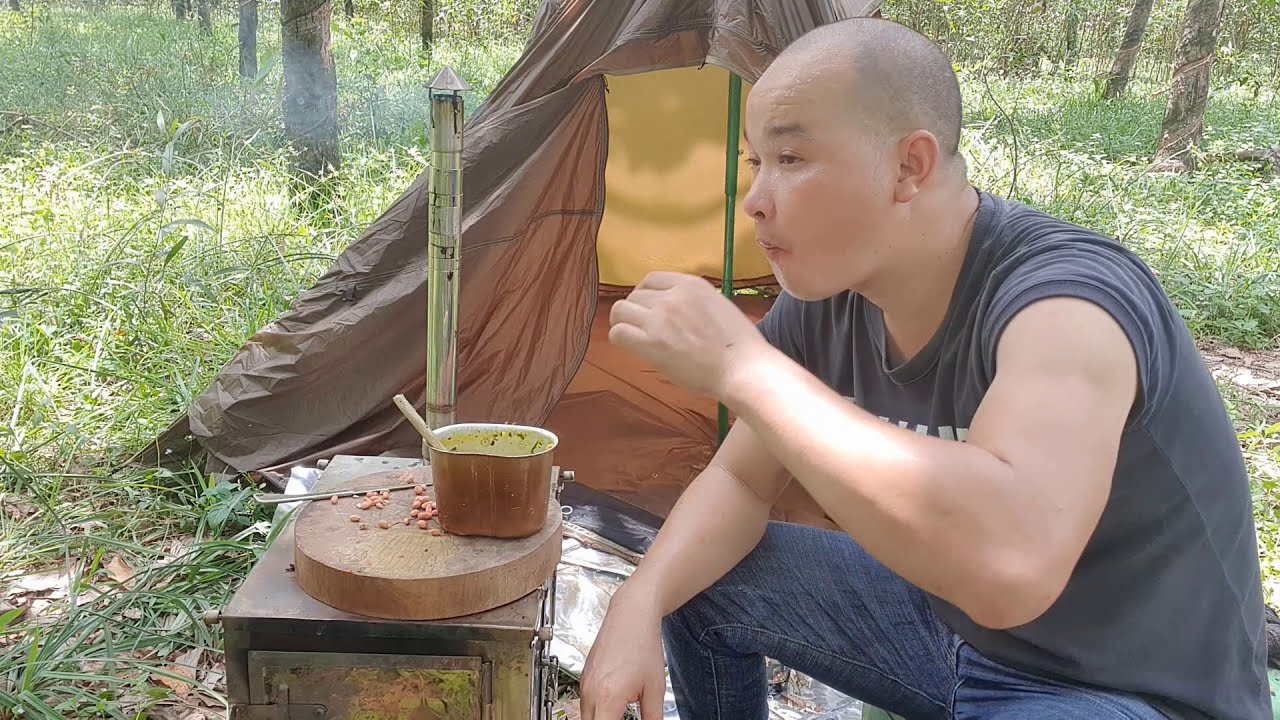 Bushcraft , camping and cooking eel porridge specialty in the my homeland - my food style